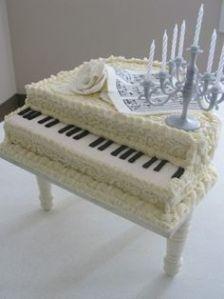 white pianooo